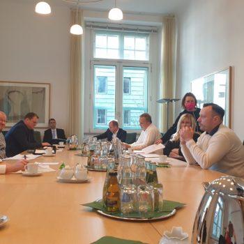 Ministerpräsident Sachsen Michael Kretschmer und Ute Stöhr für Leere Stühle
