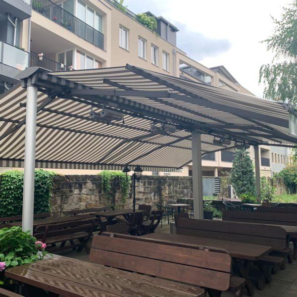 Zum Schuetzenhaus laedt in Biergarten